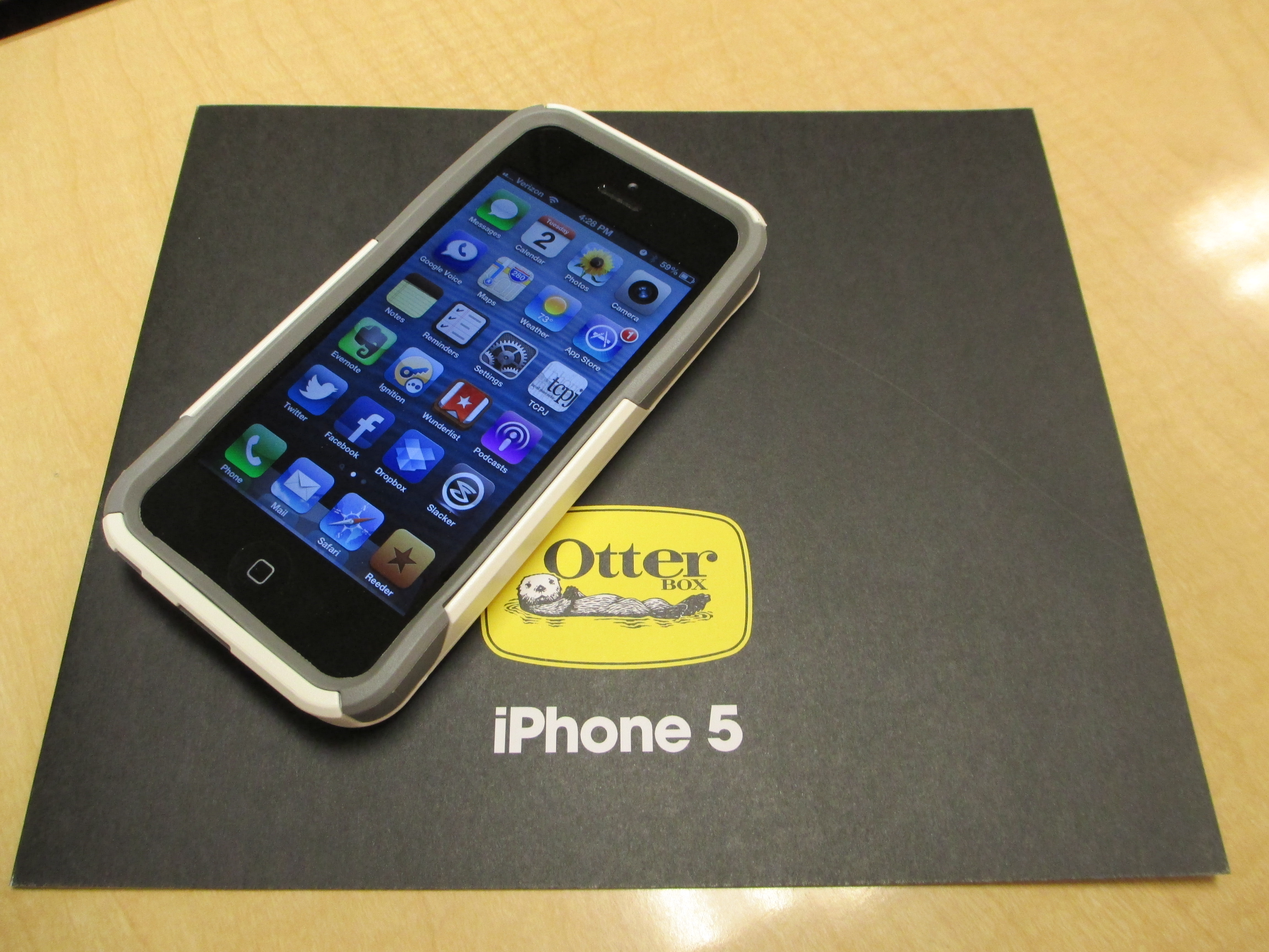 Otterbox Defender Vs Commuter >> Otterbox Commuter And Defender Series For Iphone 5 Review The Cell